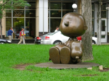 Charlie Brown statue St. Paul, MN